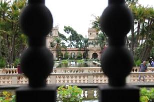Widok z Ogrodu Botanicznego na El Prado w Balboa Parku
