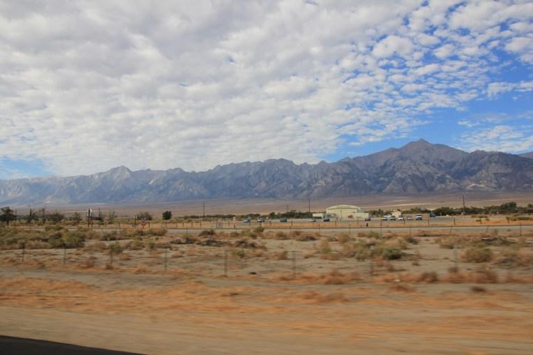 Droga 395 z Independence do Lone Pine - widok z okna samochodu