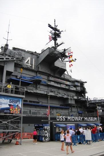 Kasy biletowe i wejście na USS Midway