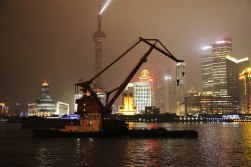 Na Huangpu nocą i za dnia trwa ciągły ruch