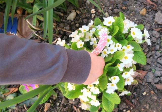 découverte chasse aux oeufs en papier enfant