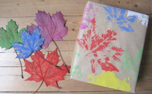 papier cadeau DIY tampon feuille automne