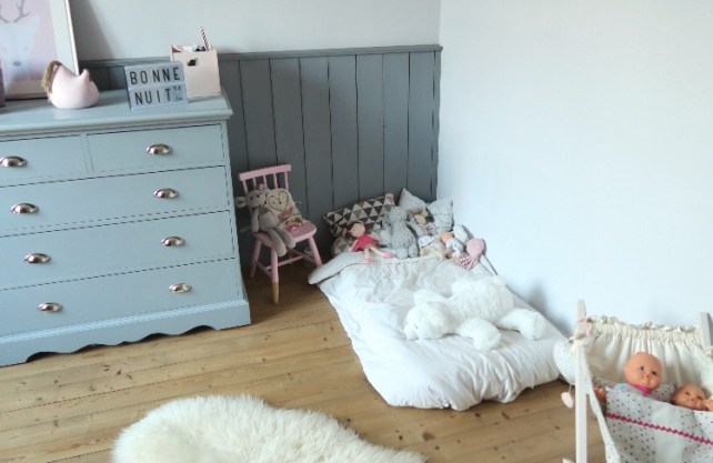 lit au sol Montessori amenagement chambre bebe
