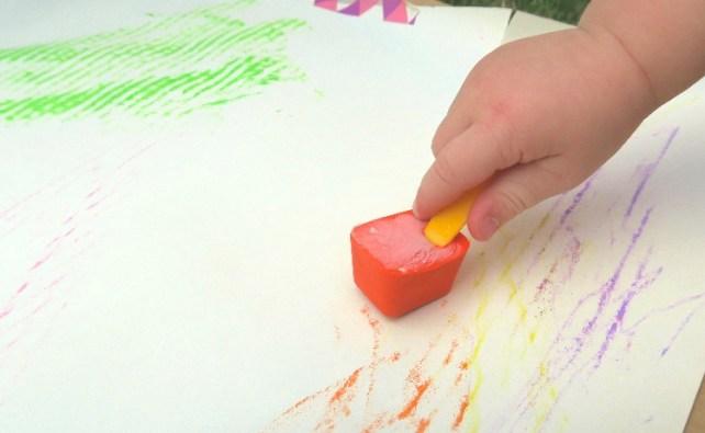 glaçons de peinture avec bâtonnets préhension fine