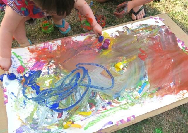 peindre avec des glaçons de peinture activité sensorielle été