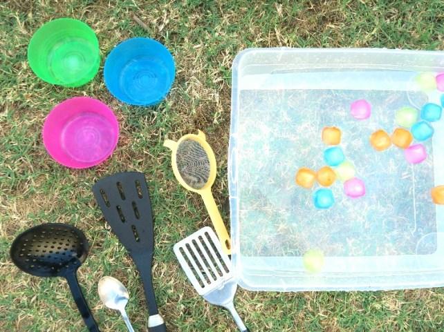 matériel pour jeu de pêche avec des glaçons activité été