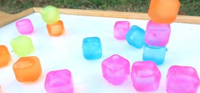 5 idées jeu avec des glaçons Tour de glaçons jeu été canicule rafraîchissant