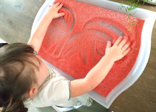 Premiers Graphismes traces dans le sel ou sable