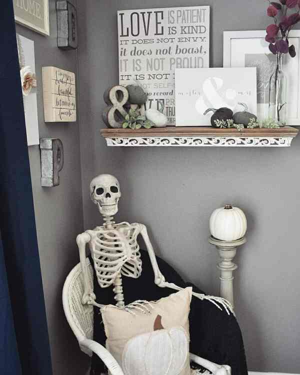Halloween decorations 1017201901 - 80+ Scary Halloween Decorations Ideas 2019