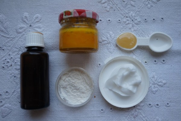 DIY homemade mask for smoothing and moisturizing hair