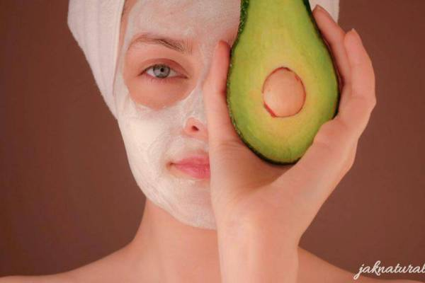 Homemade avocado face mask DIY