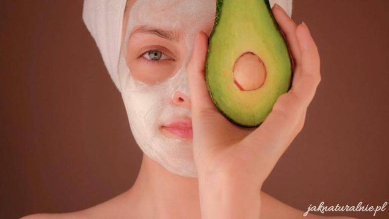 Homemade avocado face mask DIY