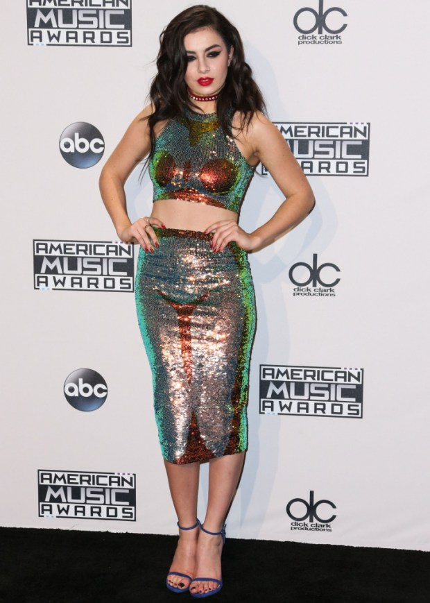 Charli XCX outfits at American Music Awards 2015