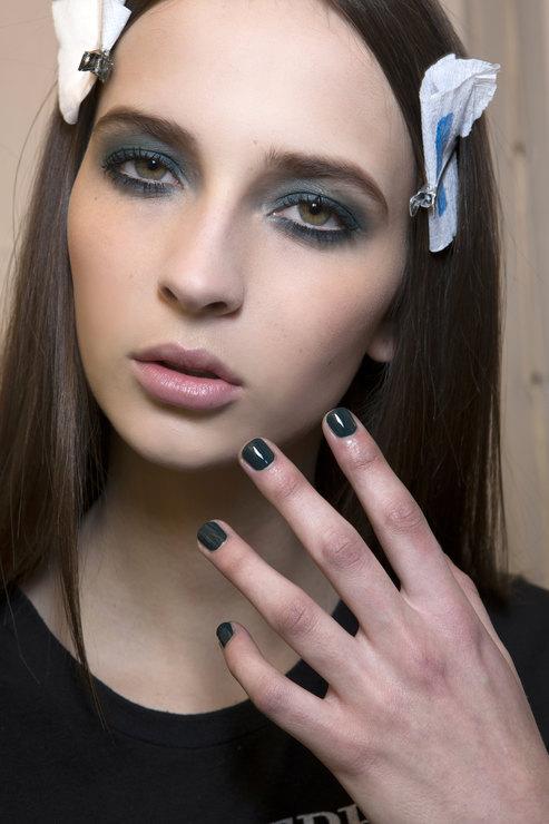 Elie Saab Dark shades manicure Fall 2015 Winter 2016