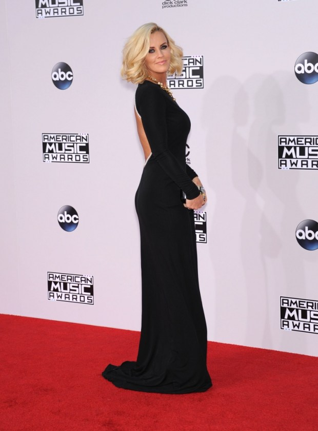 Jenny McCarthy outfits at American Music Awards 2015