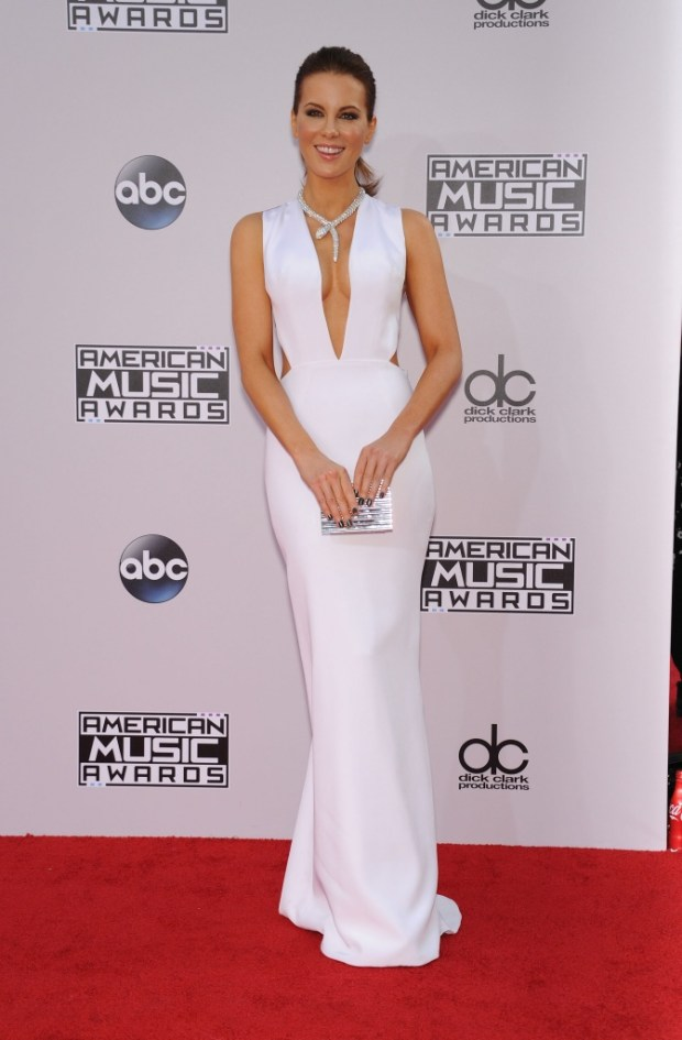 Kate Beckinsale outfits at American Music Awards 2015