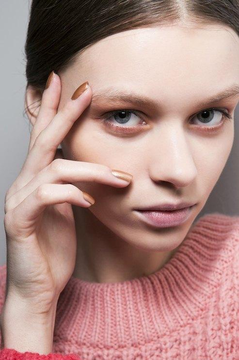 Laura Biagiotti Metallic manicure Fall 2015 Winter 2016