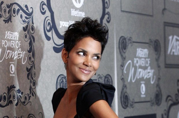 Celebrity Halle Berry short haircuts
