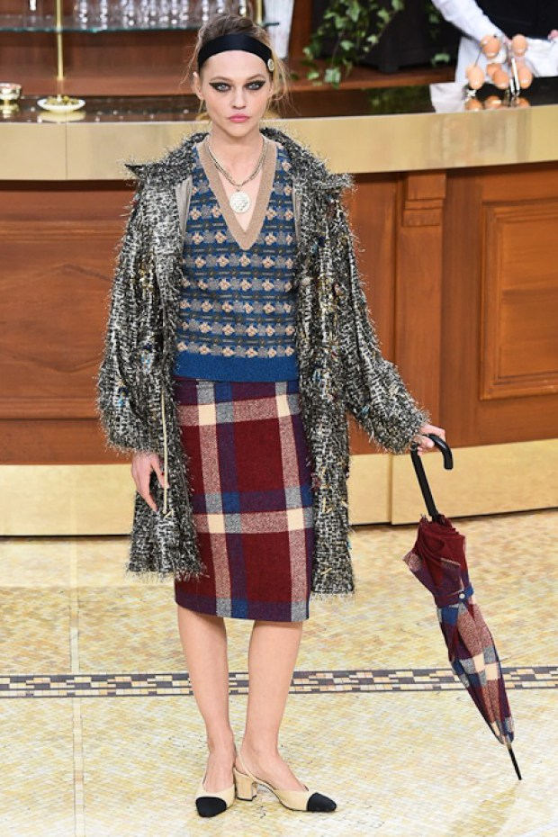2 Chanel Fall Winter 2016 2017 Collection