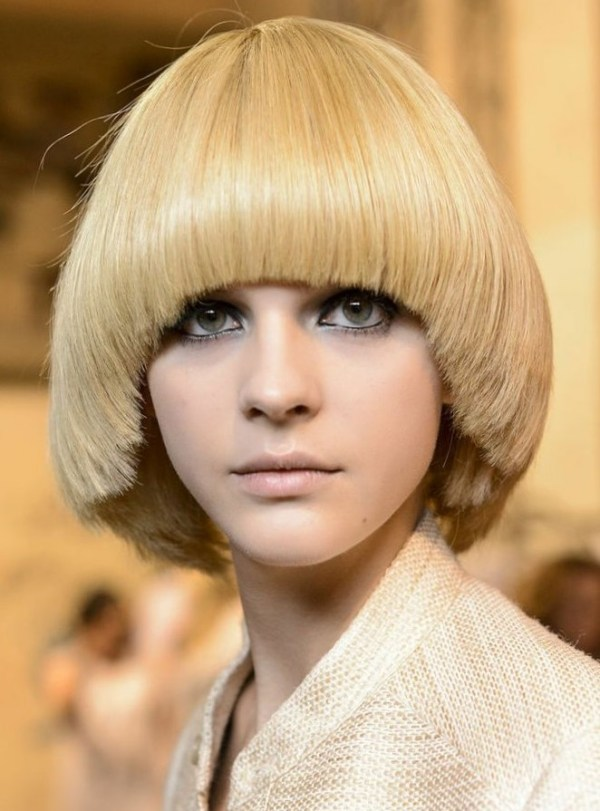 Pageboy haircut for women with medium lenght hair