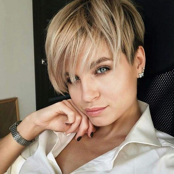 Short hair haircut 2020 with thinned bangs