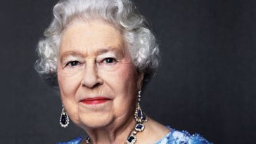 Queen Elizabeth Releases Official Statement About Ariana Grande Concert Bombing