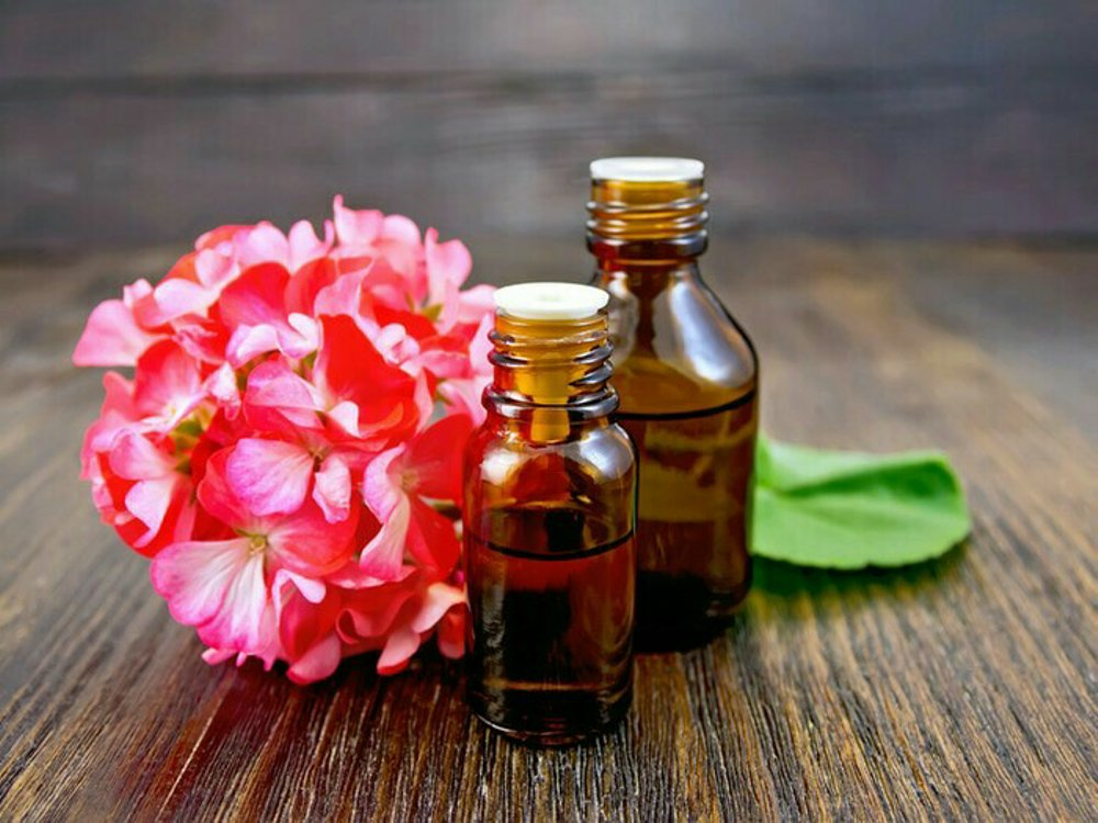 geranium oil for menopause in women