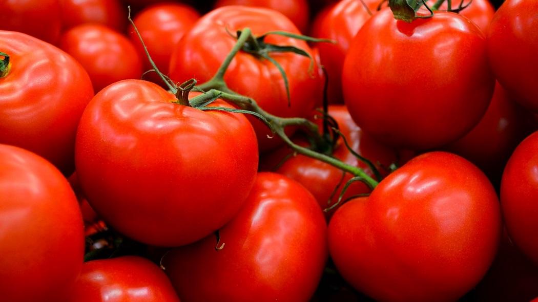 tomato to treat crepey skin