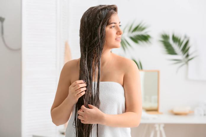 Baking soda rinse for hair