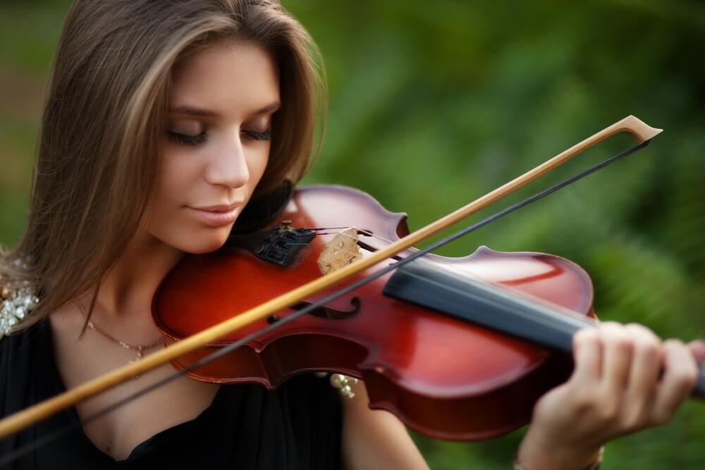 Women Plays Classical Music