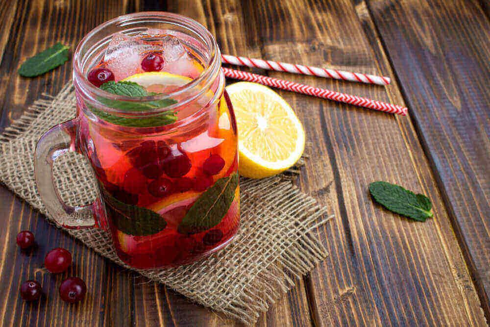 Cranberry Juice and Lemon