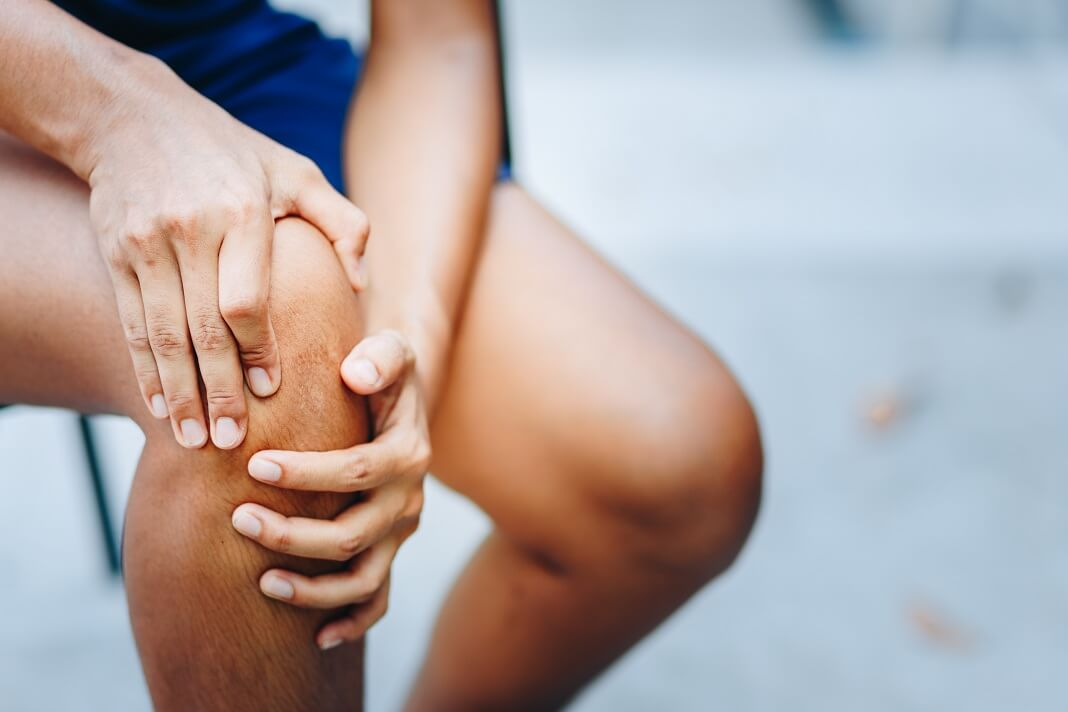 how to get rid of fluid on the knee