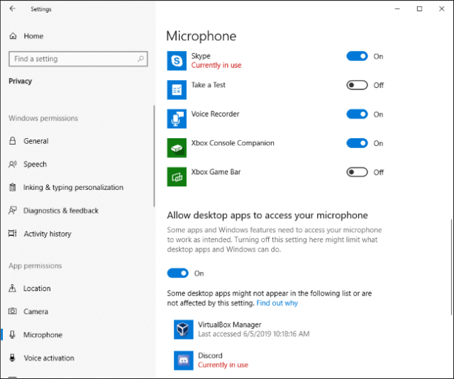 Which applications are currently using your microphone in the Windows 10 Settings application?