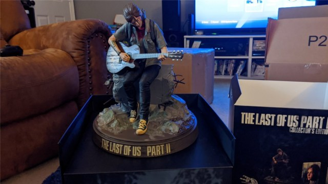 A look at the statue of Ellie from The Last of Us Part II Collector's Edition