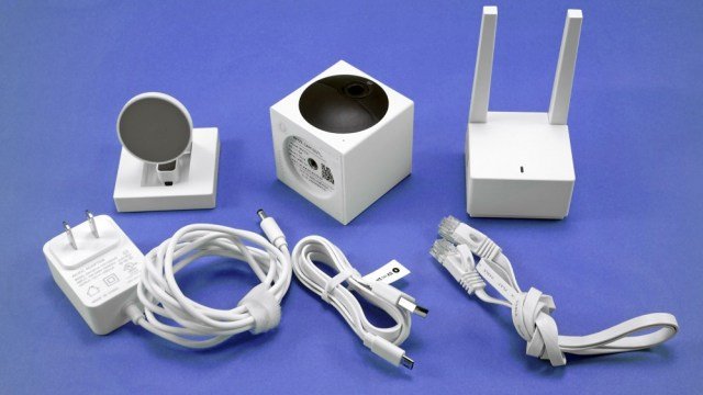 Wyze Cam Outdoor, base station, stand and power cables