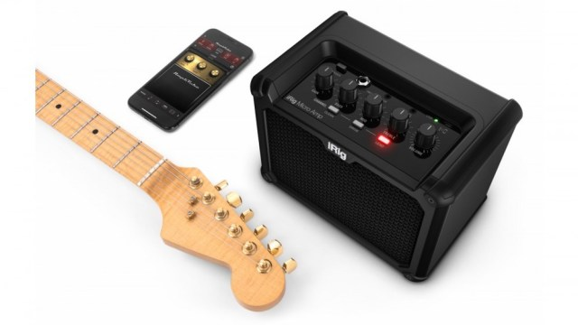 IK Multimedia iRig Micro Amp with guitar and smartphone