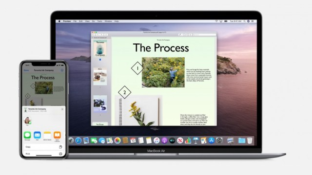An example of AirDrop between iPhone and MacBook Air.