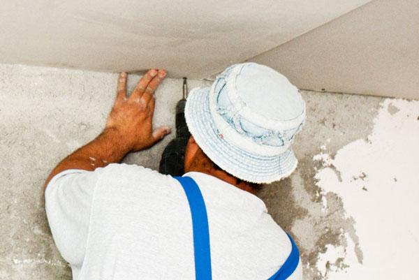 Installing-a-drywall-ceiling