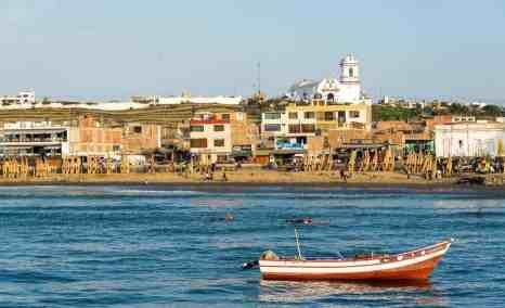 huanchaco beach - Fishing in Peru