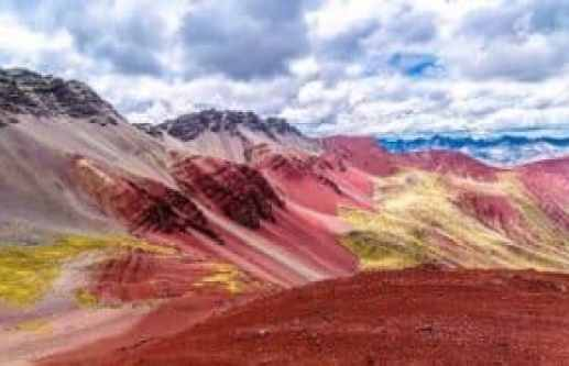 Rainbow mountain peru - sideview of rainbow mountain