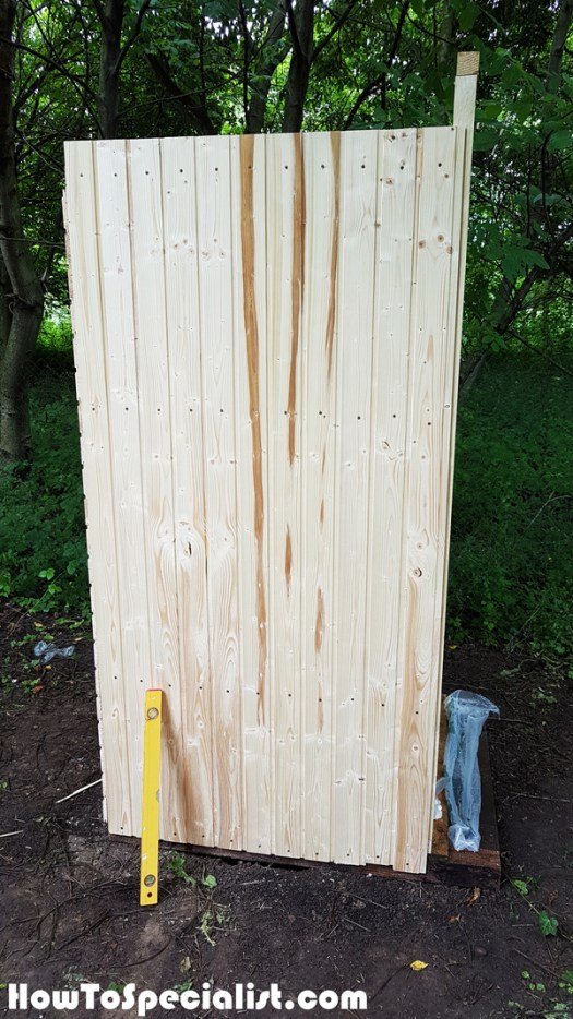 Fitting-the-slats-to-the-sides-of-the-outhouse