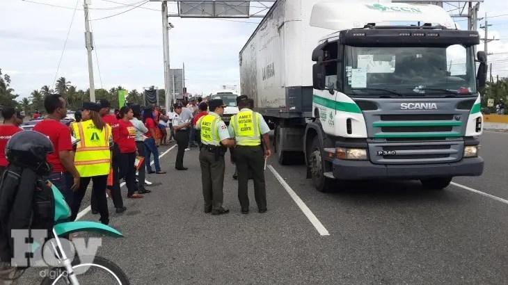 Personal de la Autoridad Metropolitana de Transporte (AMET) censuró en las pasadas 24 horas un total de 29 conductores por transitar en vehículos sin placas, violando la Ley 241 sobre Tránsito y sus modificaciones.