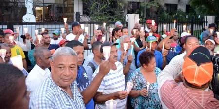 encendido de velas  frente al palacio de justicia