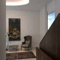Eingangshalle mit Le Manach Läufer und Julian Chichester Möbeln