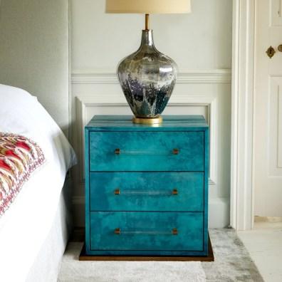 Julian Chichester Nachttisch - Hoyer & Kast Interiors Möbel