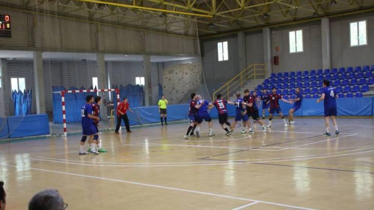 El equipo sénior del Club Balonmano Buñol se coloca líder de su grupo
