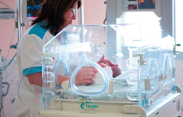 Manises refuerza su apuesta por humanizar la Unidad de Neonatología