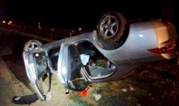 Un conductor queda atrapado en su coche tras dar varias vueltas de campana en Buñol