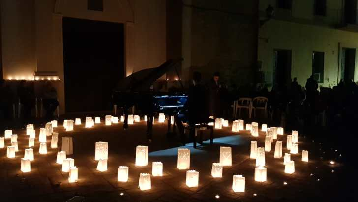 El concierto «Un piano y 200 velas» y los solistas de la «Santa Cecilia» cierran la Primavera Cultural de Macastre