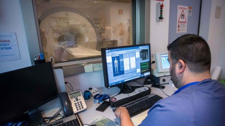 El Hospital de Manises participa en el libro Radiología Esencial, tratado de referencia en la formación de radiólogos